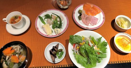 ウェスティンホテル東京のカクテルタイムの食事