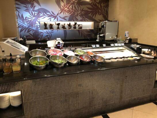 ウェスティンホテル東京のザ・テラスのサラダ・フルーツ