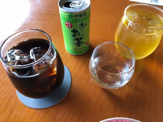 ウェスティンホテル東京のエグゼクティブ クラブラウンジのお茶・水・アイスコーヒー