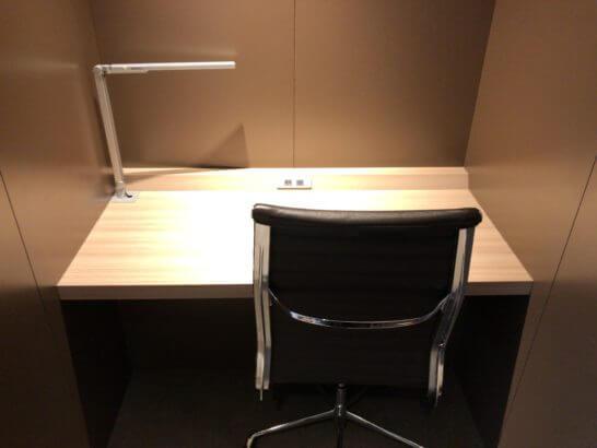 サクララウンジ(羽田空港国際線)のビジネス向けの席