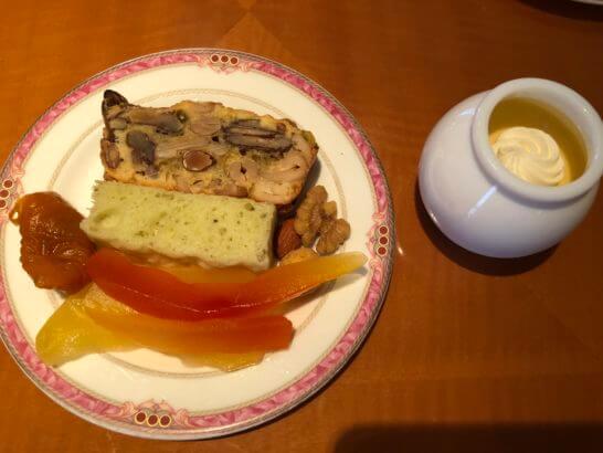 ウェスティンホテル東京 エグゼクティブ クラブラウンジのパン・ナッツ・ドライフルーツ・プリン