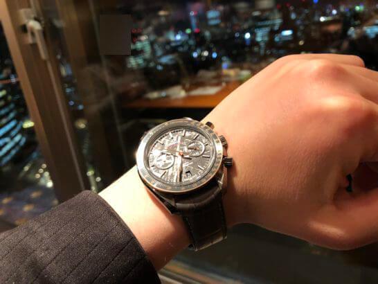 ウェスティンホテル東京 エグゼクティブ クラブラウンジの夜景と時計
