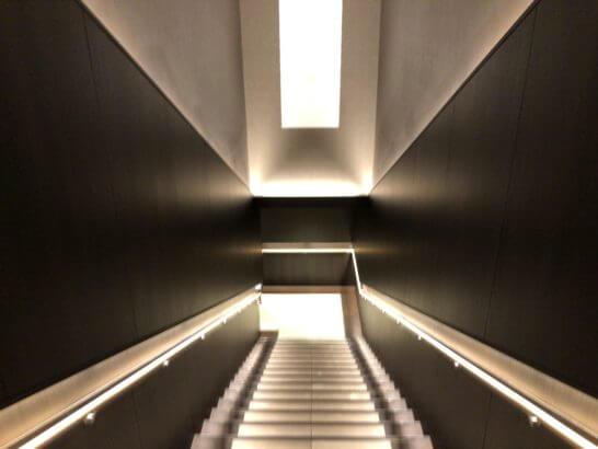 サクララウンジ(羽田空港国際線)の階段