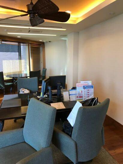 新生銀行プラチナサロンの個室のテーブル・ソファー