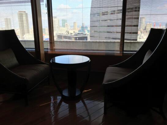 新生銀行プラチナサロンの個室の窓際席