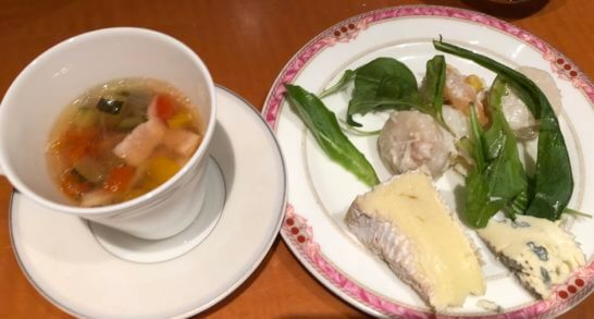 野菜とベーコンのスープ、帆立と海老のマヨネーズ、カマンベールと青カビチーズ