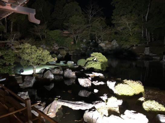 醍醐寺の三宝院の庭園の池(ライトアップ)