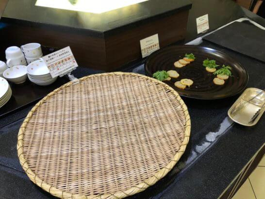 神戸ベイシェラトンホテルのガーデンカフェの馬刺しと魚のカルパッチョ