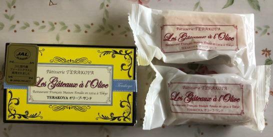 BLUE SKYで買ったJALファーストクラスのお菓子 (TERAKOYA オリーブサンド)の箱と中身