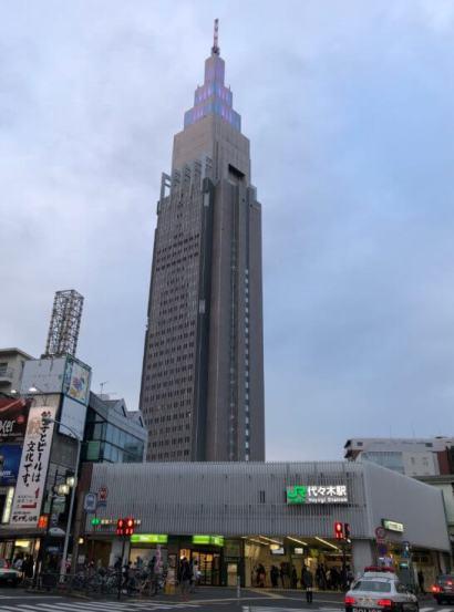代々木駅とドコモタワー
