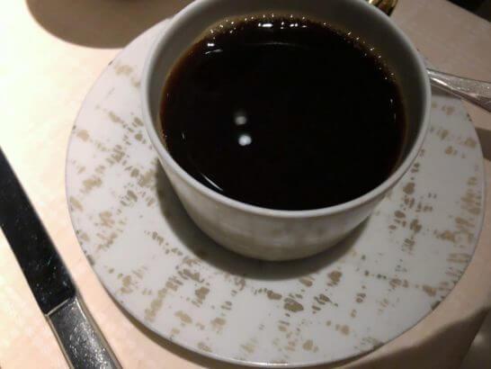 ベージュ アラン・デュカス 東京のコーヒー