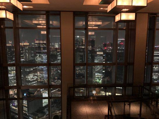 マンダリンオリエンタルホテル東京のロビーの夜景