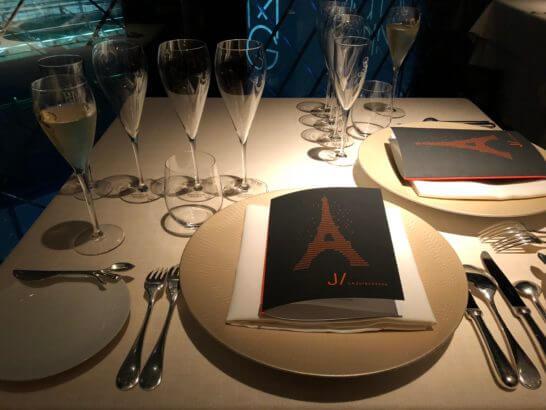 ベージュ アラン・デュカス 東京のテーブル