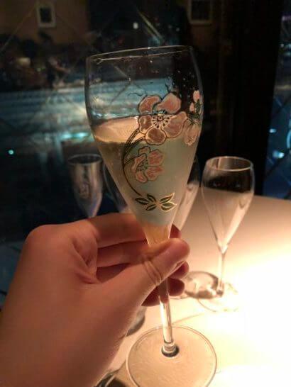 ベージュ アラン・デュカス 東京の「ジュール・ヴェルヌ」&シャンパーニュ「ベル エポック」の乾杯