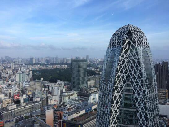 新宿の風景とコクーンタワー