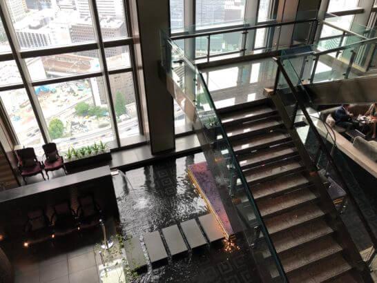 マンダリンオリエンタルホテル東京のロビーの階段