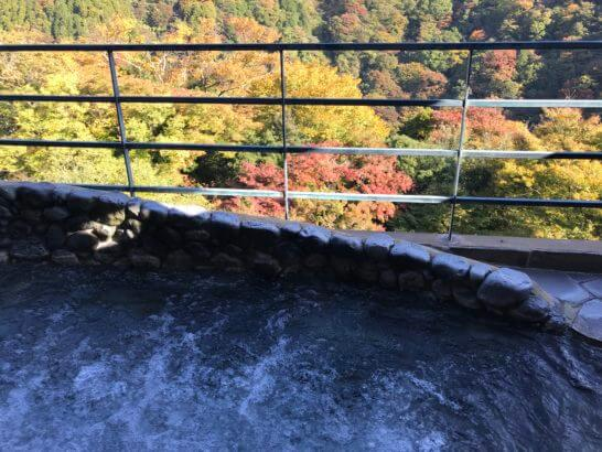 箱根吟遊の大浴場の露天風呂(朝)