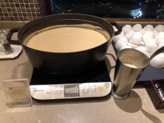 横浜ベイシェラトン ホテルのクラブラウンジのスープ