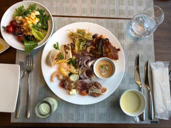 グランドニッコー東京台場のThe Grill on 30thのランチ前菜ビュッフェ