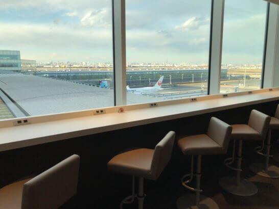 サクララウンジ 羽田空港 国際線の窓際席