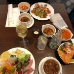 横浜ベイシェラトンホテルのクラブラウンジのカクテルタイムの食事
