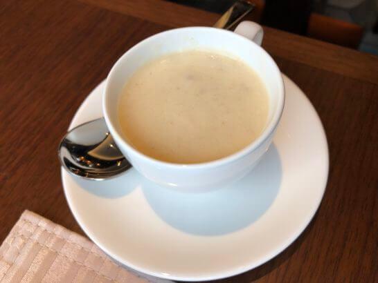 横浜ベイシェラトン ホテルのクラブラウンジの朝食(クラムチャウダー)