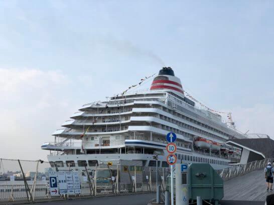 横浜大さん橋の船