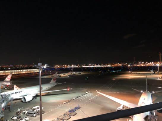 JALの飛行機と羽田空港 国際線ターミナル