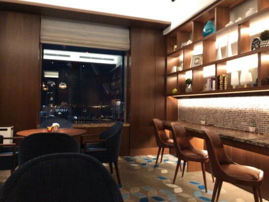 横浜ベイシェラトン ホテルのクラブラウンジの夜景