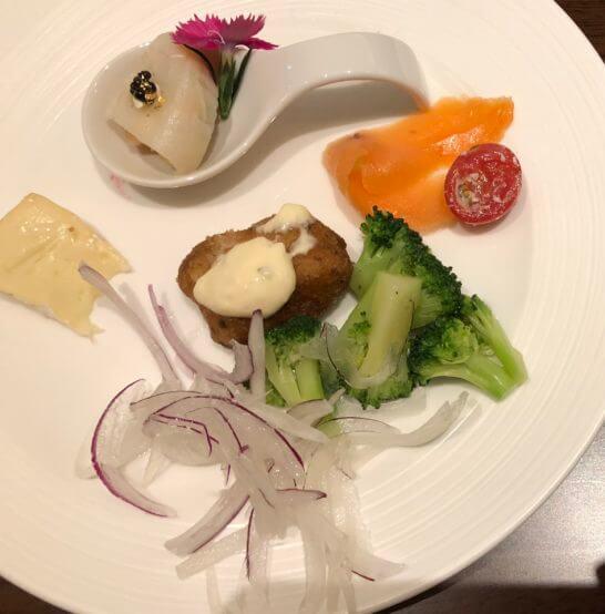 横浜ベイシェラトンホテルのクラブラウンジのオードブル、コールドミール
