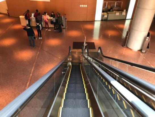 国立国際美術館のエスカレーター