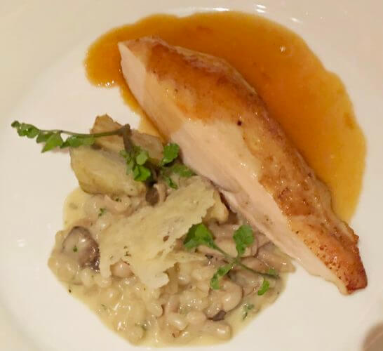 グランドハイアット東京の信玄鶏胸肉のロースト グリーンアスパラガス モリーユ茸 麦のリゾット チキンソース
