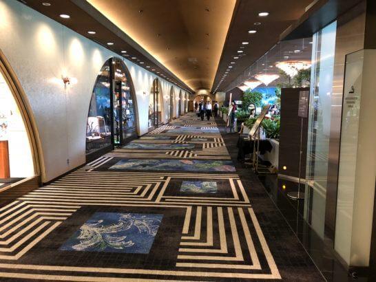 ホテルニューオータニのガーデンタワーへの通路