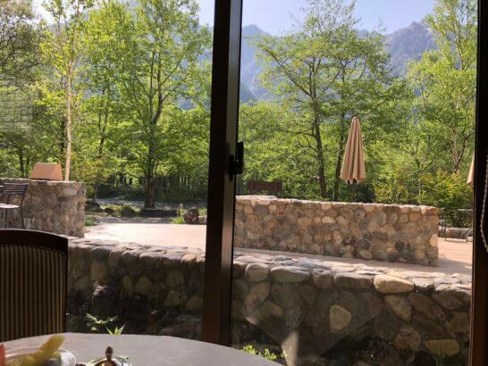 上高地ルミエスタホテルのレストランからの景色