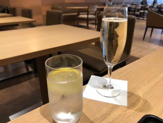 サクララウンジ(羽田空港国際線)のスパークリングワイン (2)