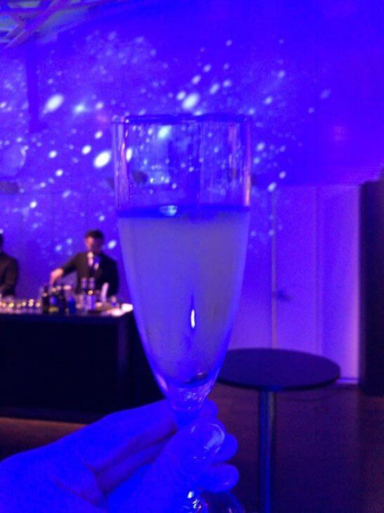 ダイナースプレミアムのコンシェルジュ経由で参加したオメガの60周年記念イベントのシャンパン