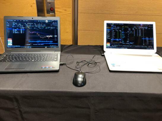 2台のノートパソコン