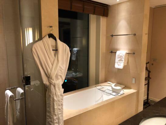 セントレジスホテル大阪のターンダウン後の浴室