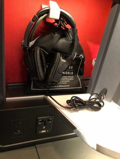 LSTNのノイズキャンセリングヘッドホン、ユニバーサルAC電源、USB電源ポート(給電口)