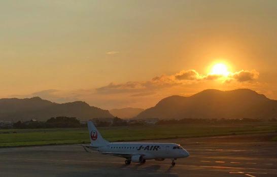 JALグループのJ-AIRの飛行機