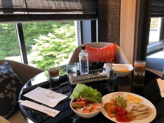シェラトン都ホテル東京のクラブラウンジの朝食テーブル