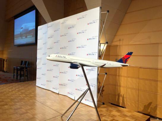 デルタ航空「ニュープロダクトセミナー」のステージ