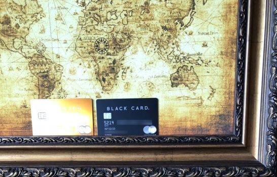 2枚のラグジュアリーカード(ゴールドカードとブラックカード)