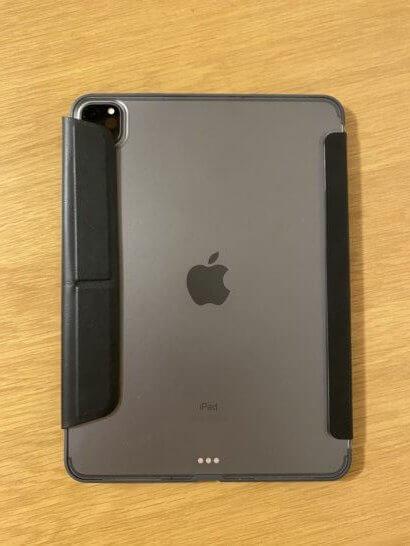 ケースを装着したiPad(背面)
