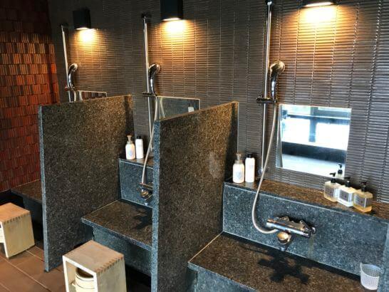 熱海せかいえの大浴場の洗い場