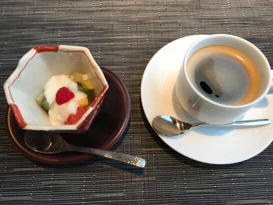 熱海せかいえの朝食のコーヒー・デザート