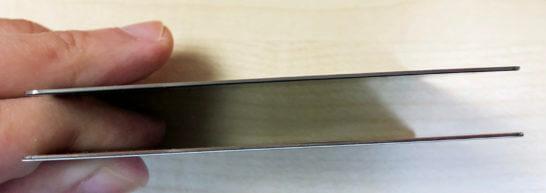 アメックスプラチナとラグジュアリーカードのカード側面