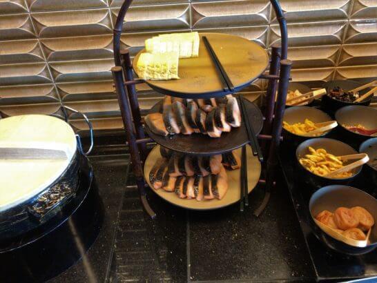 ザ・リッツ・カールトン東京の朝食の鮭・卵焼き・鍋・漬物
