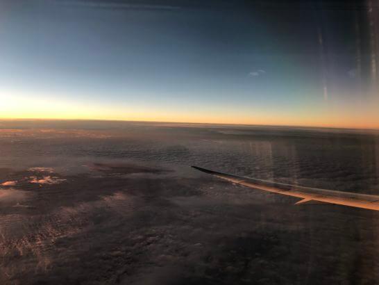 飛行機の機中からの景色(夕焼け)