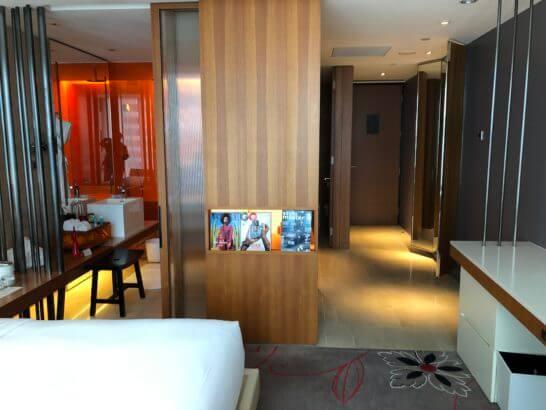 Wホテル台北の客室(バスルーム・入り口方面)